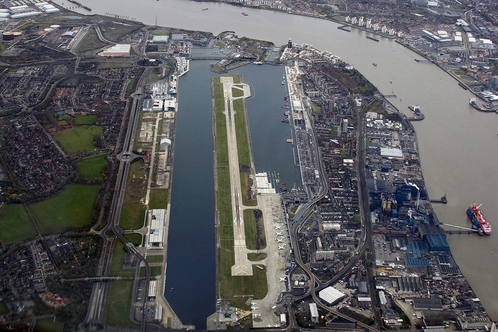 aerial_view_of_london_city_airport_2007